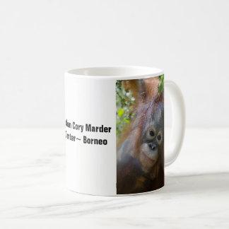 Borneo-Orang-Utan Waise gerettet durch OFI Kaffeetasse