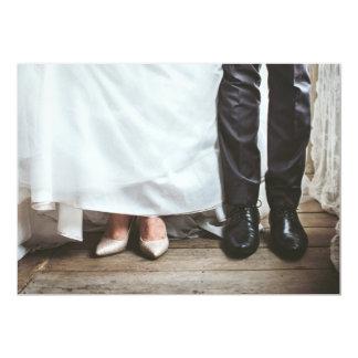 Braut- und Bräutigambeine auf Hochzeitseinladung Karte