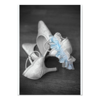 Brautschuhe und -strumpfband auf karte