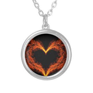Brennendes Herz Halskette Mit Rundem Anhänger