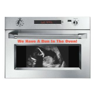 Brötchen in der Ofen-Schwangerschafts-Mitteilung Karte