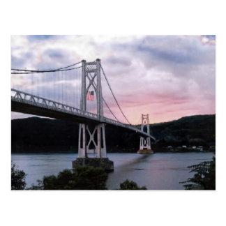 Brücke und Flagge Postkarte