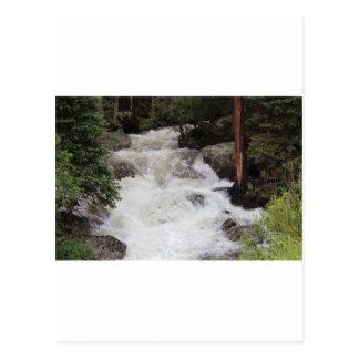 Brüllenwasser im felsigen postkarte