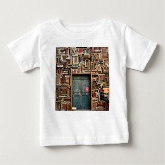 Bücher und Bücher Baby T-shirt