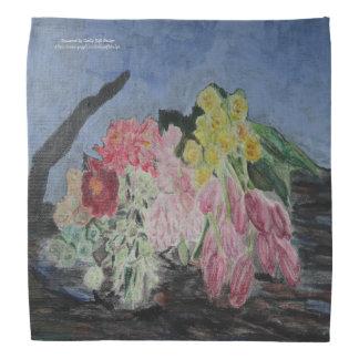 Bündel frische Schnitt-Blumen auf einem Baumstamm Kopftuch