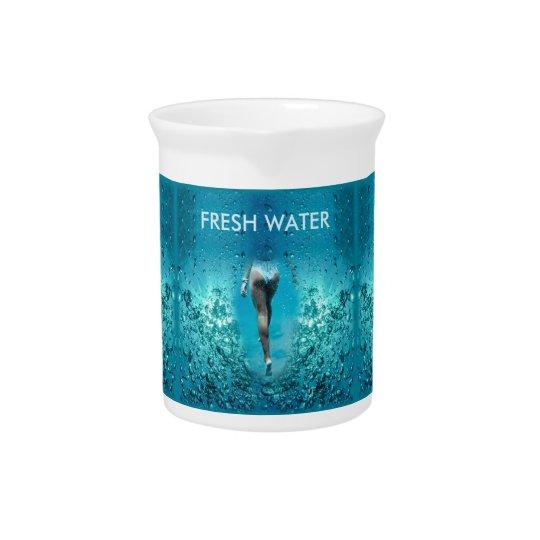 Bunte blaue Seeblasen - Bikini-Mädchen-Schwimmen, Getränke Pitcher