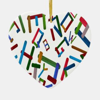 Bunte Buchstaben vom hölzernen Keramik Herz-Ornament