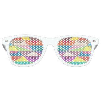 Bunte Schnitte und Facetten-Schatten Partybrille