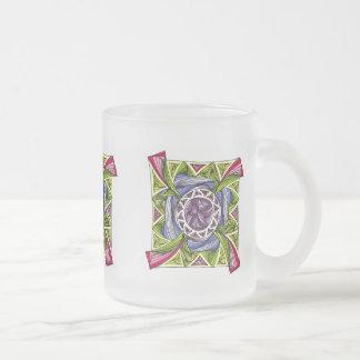 Bunte Tasse mit abstraktem Design