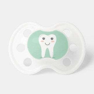 Bürstende Zahnbürste des glücklichen Schnuller