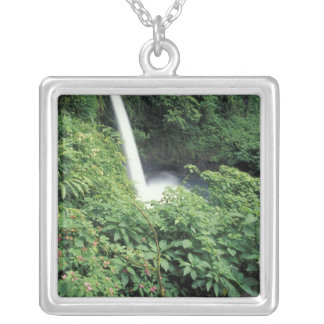CA, Costa Rica. La Paz Wasserfall und impatients Versilberte Kette