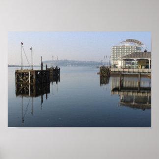 Cardiff-Bucht-Reflexionen Poster