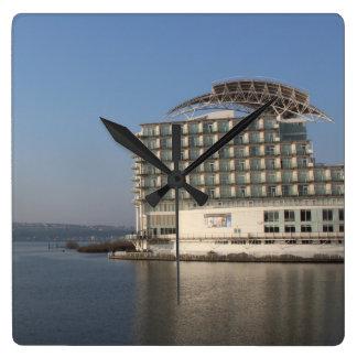 Cardiff-Bucht (Sommer) Quadratische Wanduhr