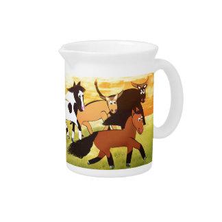 Cartoon-Pferde, die mit Stier laufen Getränke Krug