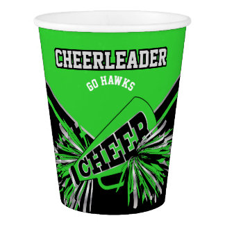 Cheerleader im Limonen Grün, im Silber und im Pappbecher