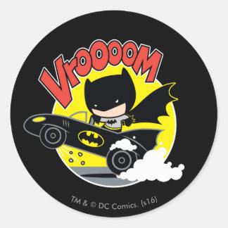 Chibi Batman im Batmobile Runder Aufkleber
