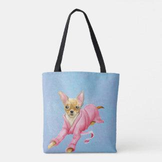 Chihuahua in einer Bademantel-HundeTaschen-Tasche
