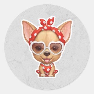 Chihuahua unter dem Mantel einer Retro Schönheit Runder Aufkleber