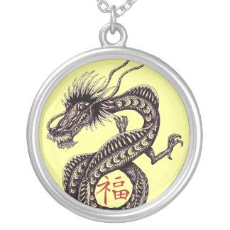 Chinesischer Drache mit viel Glücksymbolhalskette Versilberte Kette