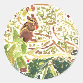 Chipmunk, der runde Aufkleber einer Beere isst