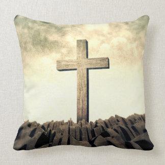 Christliches Kreuz auf Berg Kissen
