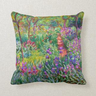 Claude Monet: Der Iris-Garten bei Giverny Zierkissen