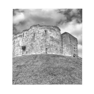 Cliffords Turm in historischem Gebäude Yorks Notizblock