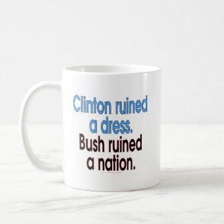 Clinton ruinierte ein Kleid. Bush ruinierte eine Kaffeetasse