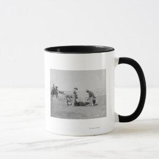 Cowboys, die ein Kalb PhotographSouth Dakota Tasse