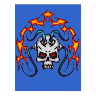 Cyber-Schädel und Flammen Postkarte