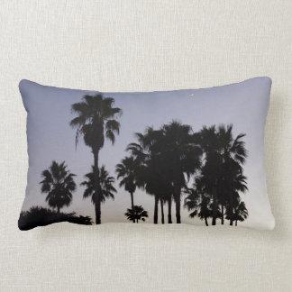 Dämmerung mit Palme-tropischer Szene Lendenkissen