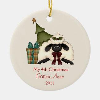 Das Foto | des wunderliches Weihnachtsschaf-Kindes Keramik Ornament