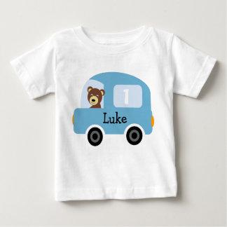 Das personalisierte blaue Auto-1. Geburtstags-T - Baby T-shirt
