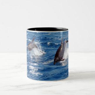 Delphin-Abenteuer Zweifarbige Tasse