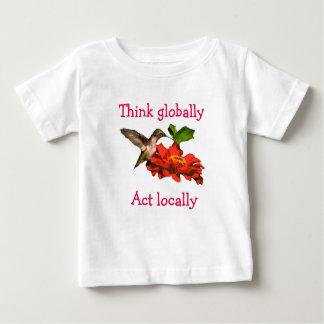 Denken Sie global Taten-am Ort Kolibri-Shirt Baby T-shirt
