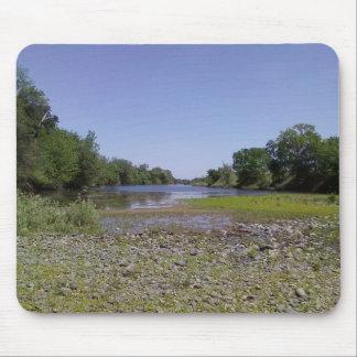 Der amerikanische Fluss in Sacramento, CA Mousepad