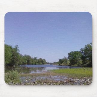 Der amerikanische Fluss Sacramento, CA Mauspad