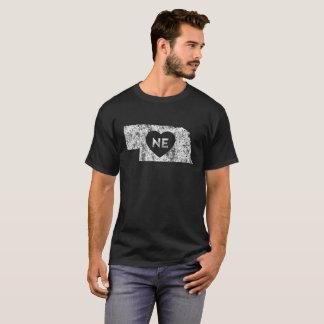 Der dunkle T - Shirt der verwendeten