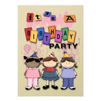 Der Geburtstags-Party Einladungen des Mädchens