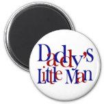 Der kleine Mann des Vatis Magnete