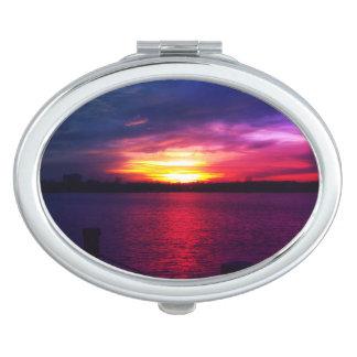 Der kompakte Spiegel der bunten Taschenspiegel