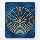 Der Mann im Labyrinth - Gold Mauspad