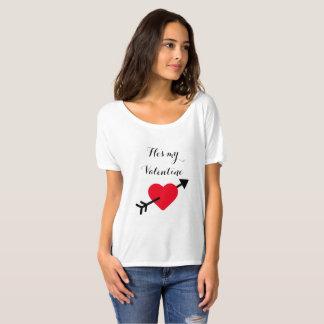 """Der mein Valentine"""" Valentines der Frauen """"er ist T-Shirt"""