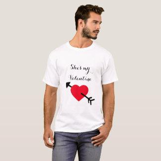 """Der mein Valentine"""" Valentines der Männer """"sie ist T-Shirt"""