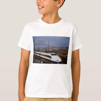 Der Shinkansen oder Kugel-Zug, Kyoto, Japan T-Shirt