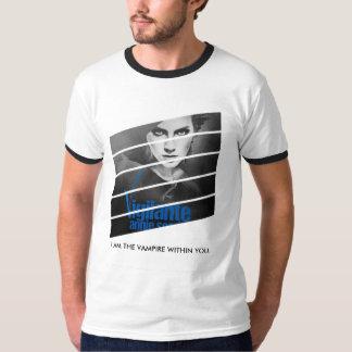 Der Wecker-T-Stück der Mitglied einer T-Shirt