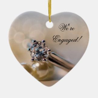 Diamant-Ring und Perlen-Verlobung Keramik Ornament