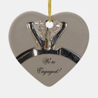 Diamant-Verlobungs-Ring auf Grau Keramik Ornament