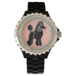 Die Armbanduhr der schwarzen Standardpudel-Frauen