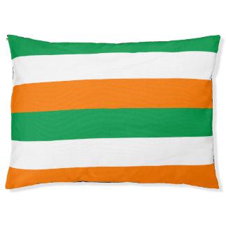 Die Flagge von Irland färbt großes Hundebett im Haustierbett